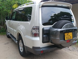 mitsubishi-montero-2008-centre-spare-wheel-2008-jeeps-for-sale-in-gampaha