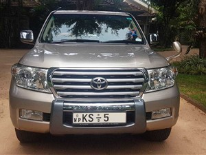 toyota-land-cruiser-sahara-200-v8-2011-jeeps-for-sale-in-puttalam
