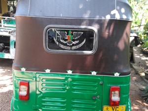 bajaj-4-stock-2010-three-wheelers-for-sale-in-galle
