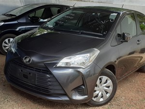 toyota-2017-toyota-vitz-f-safety-2017-cars-for-sale-in-gampaha