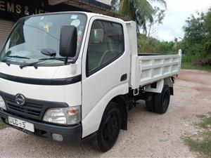 toyota-dutro-tipper-2006-trucks-for-sale-in-puttalam