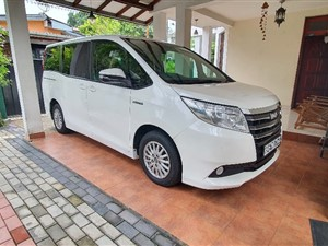 toyota-noah-hybrid-2014-vans-for-sale-in-gampaha