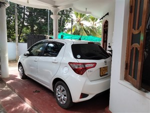 toyota-vitz-2017-cars-for-sale-in-ampara