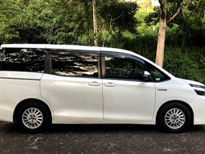 toyota-voxy-2014-cars-for-sale-in-kandy