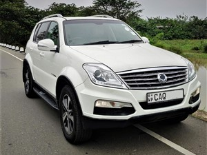 ssangyong-rexton-w-2.0-2015-jeeps-for-sale-in-colombo