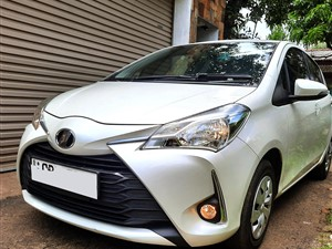 toyota-vitz--safety-2-version-2017-2017-cars-for-sale-in-colombo