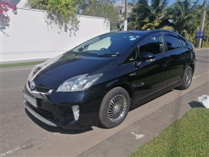 toyota-prius-s-grade-2013-cars-for-sale-in-colombo